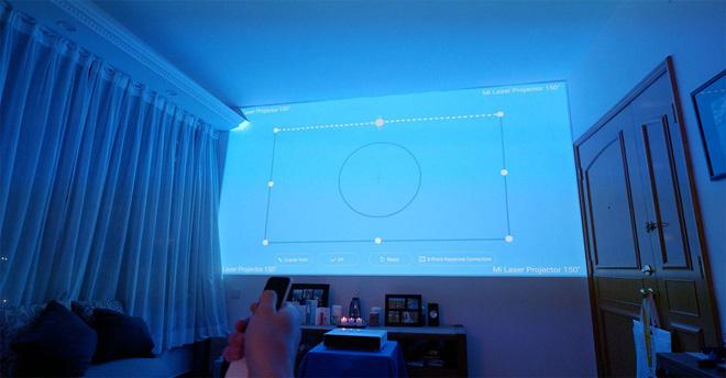 Máy chiếu laser 150 inch của Xiaomi cho chất lượng âm thanh tuyệt vời, nhưng giá thì khá chát - Ảnh 1.