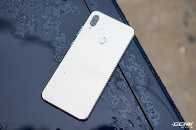 Trên tay Xiaomi Redmi Note 7 màu Trắng Ánh Trăng: viền mạ copy thiết kế iPhone, giá 4,99 triệu đồng - Ảnh 12.