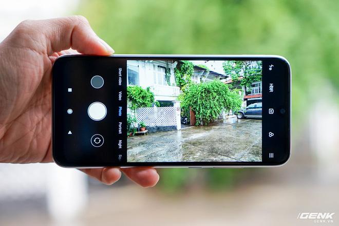 Trên tay Xiaomi Redmi Note 7 màu Trắng Ánh Trăng: viền mạ copy thiết kế iPhone, giá 4,99 triệu đồng - Ảnh 17.