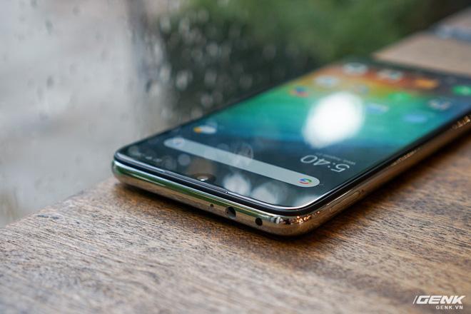Trên tay Xiaomi Redmi Note 7 màu Trắng Ánh Trăng: viền mạ copy thiết kế iPhone, giá 4,99 triệu đồng - Ảnh 11.